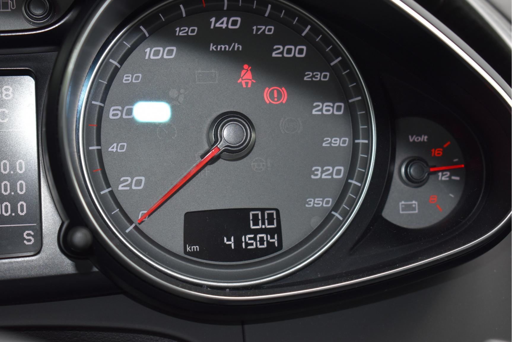 Audi-R8-50