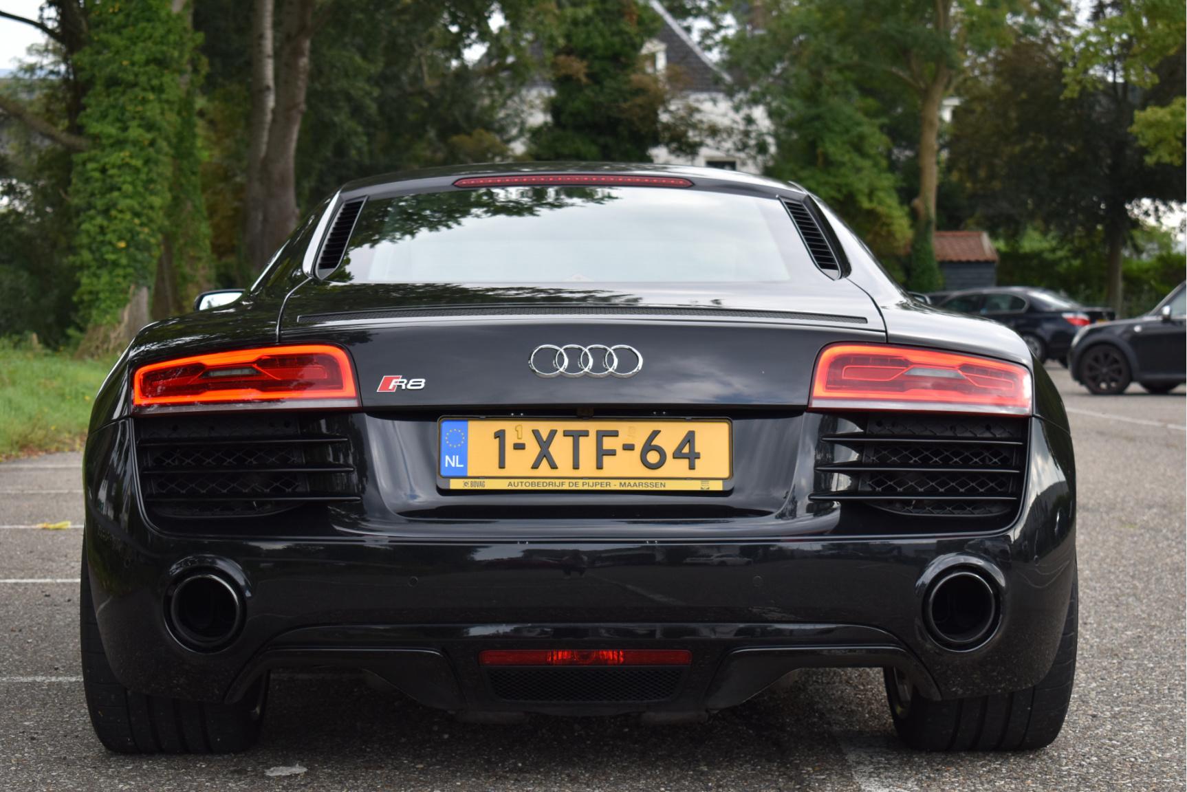Audi-R8-6