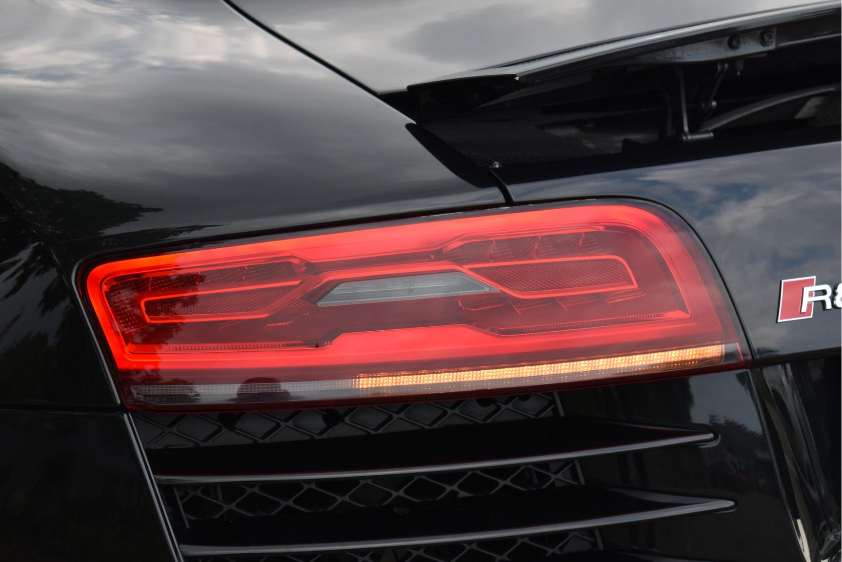 Audi-R8-33